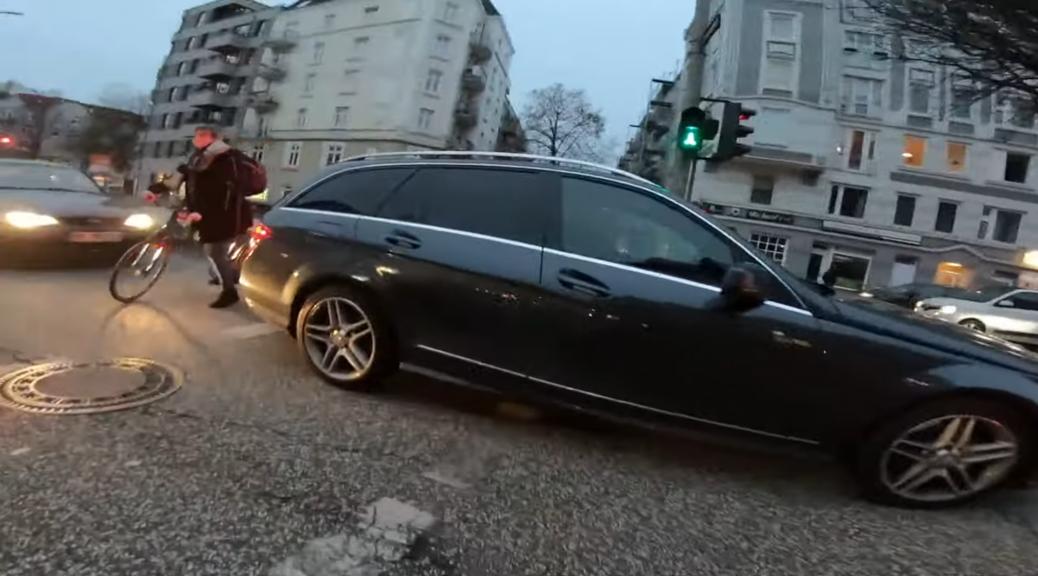 Fuß- und Radverkehrsgefährdung Lichtsignalanlage Barmbekerstraße/ Jarrestraße